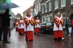 Matige belangstelling voor bijna verregende processie