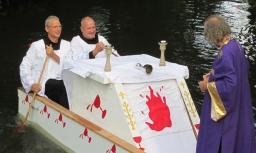 Applaus voor 'mirakelboot' schrijndragers Dommeltheater Boxtel