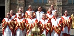 Geslaagd schrijndragersjubileum met ideaal processieweer